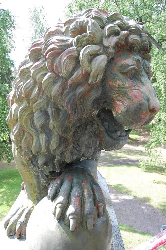 Parolan leijona ennen konservointia