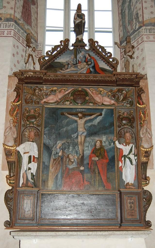 Alttarilaite koottuna kirkossa