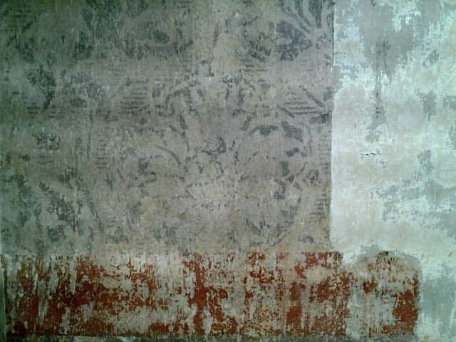 Kuvassa vasemmalla esiin otettua koristemaalausta